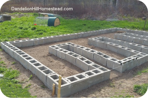 leveling a concrete block garden bed